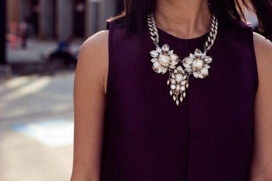 Украшение для чёрного платья