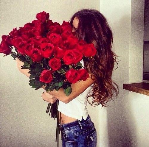 Девушки красивые с цветами